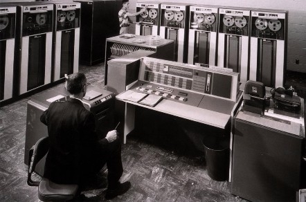 Фото - IBM 7090. Трехмиллионный компьютер