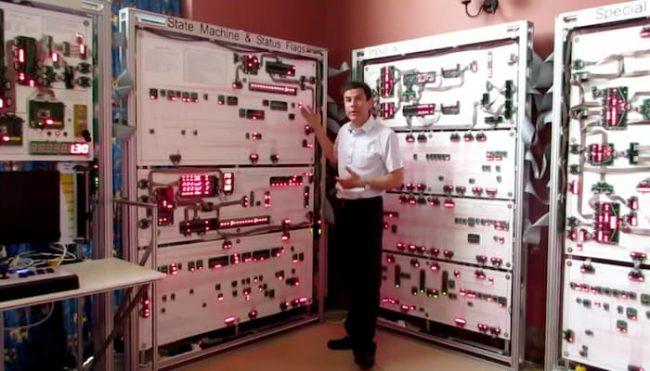 Фото - Учёный из Стэнфорда собрал 10-метровый макропроцессор
